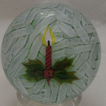 Perthshire Christmas Paperweight 1980 - Art Glass