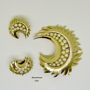 Crown Trifari crescent moon brooch set - Costume Jewelry