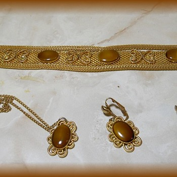 Brand Name ---> CELEBRITY ( NY ) JEWELRY ( Home Parties ) 1970's - Costume Jewelry