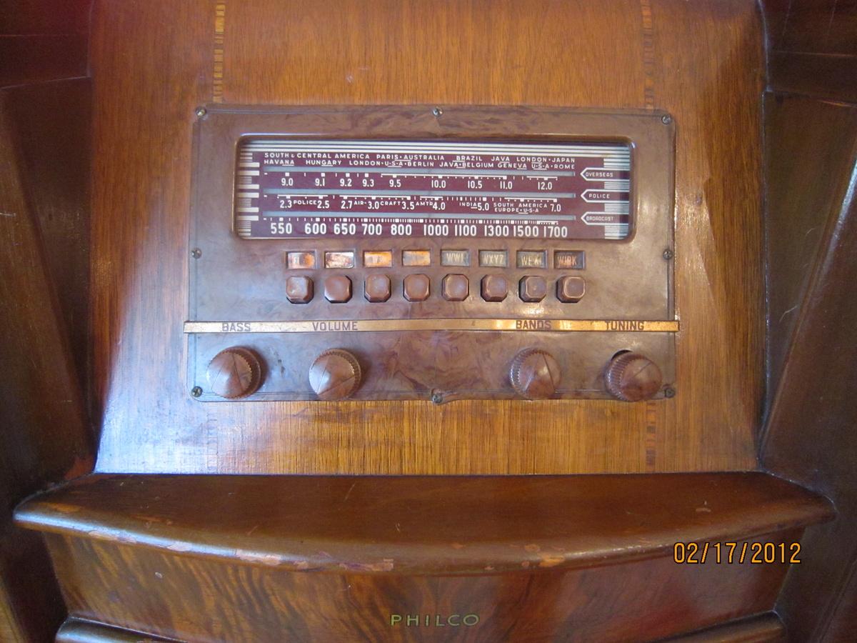 1940 1941 Model 41 285 Wooden Floor Philco Console Radio