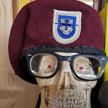 1st Battalion, 325th Airborne Infantry Regiment Beret  - Military and Wartime
