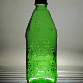 1976 7up Soda Bottle Bicentennial Liberty Bell 1776 Embossed Green Midland Glass Vintage Collectible Capped - Bottles