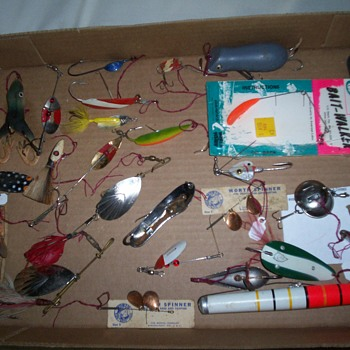 OLD SPOONS & SPINNER BAITS,PFLUEGER CHOM M 5,MOUSE,C.M. SKINNER ,PAULSON SPOON AND OTHERS. - Fishing