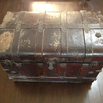 Antique Trunks/Chests (help indentifying) - Furniture