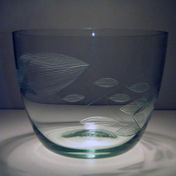 Franck Kaj  Nuutajärvi-Notsjö  Signed Etched Fish bowl - Art Glass