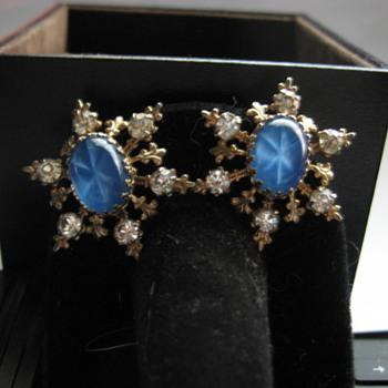 VintageBlue Star and Rhinestone clip-on earrings  - Costume Jewelry