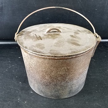 Vintage Flat Bottom Pot/Dutch Oven - Kitchen