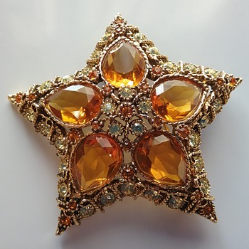 KJL star brooch  - Costume Jewelry