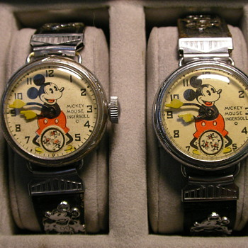Two styles of wire lugs Mickey Mouse wristwatches - Wristwatches