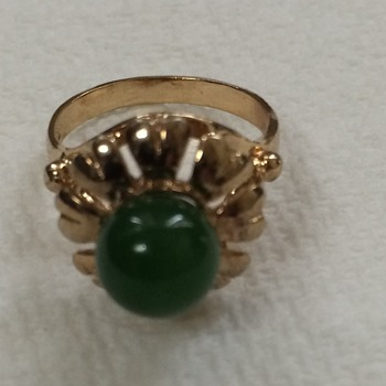 18kt Gold and Jade RingHere