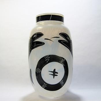 KOSTA BODA HANDPAINTED VASE BY ULRICA HYDMAN VALLIEN - Art Glass