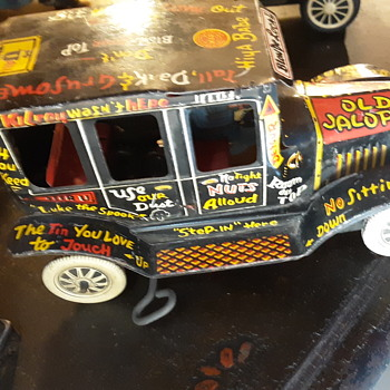 Old jalopy tin wind up car - Model Cars
