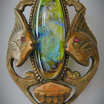 ART NOUVEAU BRASS ART GLASS CABOCHON TWO ANGEL FISH & JELLYFISH BROOCH PIN - Art Nouveau