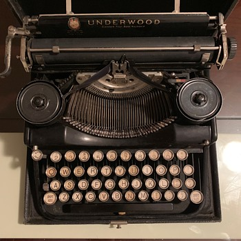 Vintage Estate Find, Portable Underwood Typewriter, Trying to  I.D. The Year by Serial Number??? - Office