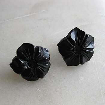 Black bakelite flower earrings - Costume Jewelry