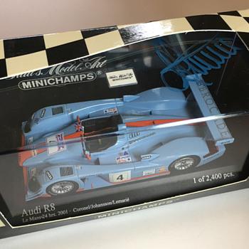 Minichamps Audi R8 24 Le Mans 2001 (1/43) - Model Cars