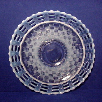 Fenton triple open edge bowl. - Glassware