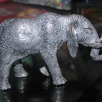 Metal elephant figure - Animals