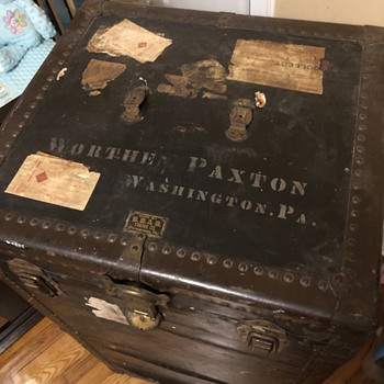 1920s Antique B.B&B steamer trunk.  - Furniture