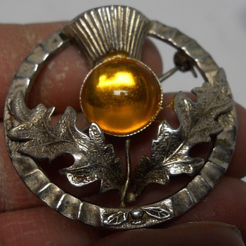 "Scottish Celtic thistle brooch pin with pronged amber colored stone "" Mizpah "" Circa 1950-60 - Costume Jewelry"
