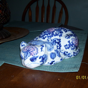 porcelian blue on white cat - Asian