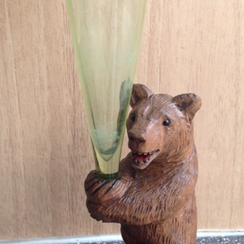 Small Black Forest bear holding Vaseline glass epergne