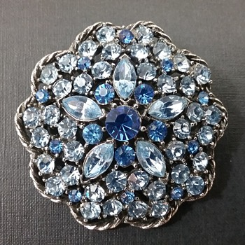 Weiss brooch & earrings set  - Costume Jewelry