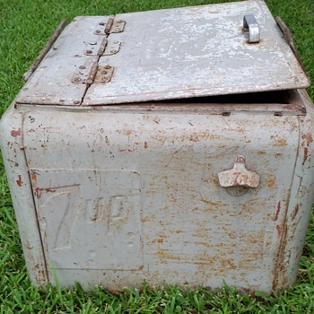 1930 / 40's 7 UP Cooler