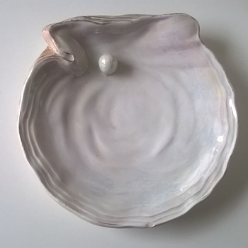 """Antique """"Pearl In An Oyster Shell"""" Trinket Dish - Victorian?? - Pottery"""