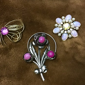 3 brooches - Costume Jewelry