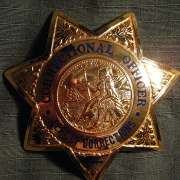 VINTAGE VERY RARE MAKER CA DEPT. OF CORRECTIONS 7 POINT STAR BADGE