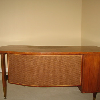Curved desk - Furniture