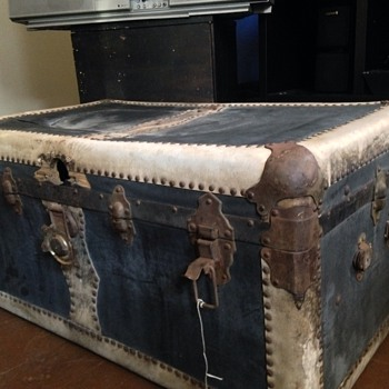 Black & white Trunk Chest  (Leather)? - Furniture
