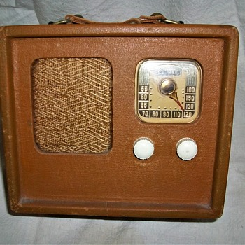 TRAVLER PORTABLE RADIO