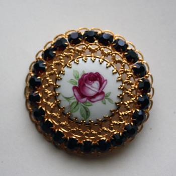 Vintage brooch - Costume Jewelry