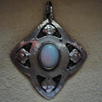 Murrle Bennett pendant - Fine Jewelry