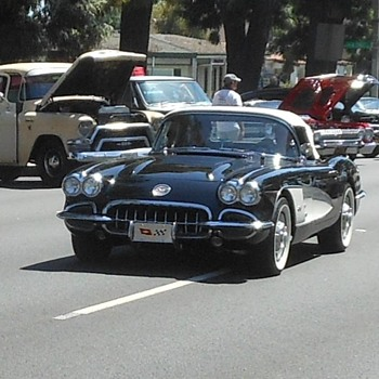 Classic Corvettes Cruising in California - Classic Cars