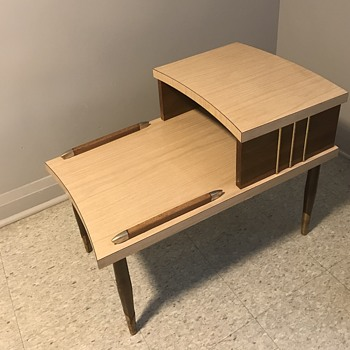 Mid century modern side table. - Furniture
