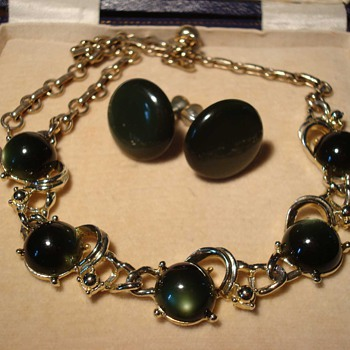 Coro Dark Green Moonglow Glass Cabachon Necklace ca 1960 - Costume Jewelry
