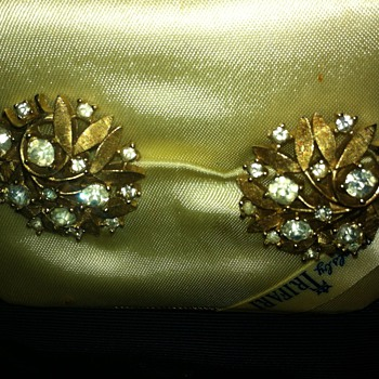 JUST FOUND TRIFARI EARRINGS - Costume Jewelry