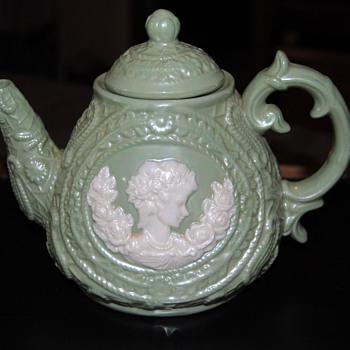 A beautil teapot...