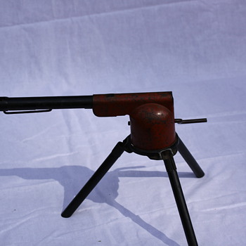 wyandotte canon/machine gun 3 leg no pat. date isa made