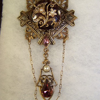 Unidentified Brooch - Costume Jewelry