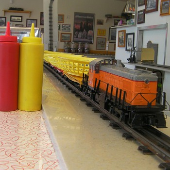 2 Toots Grill - Model Trains