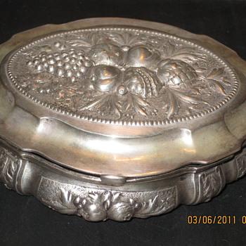 800% of 1000% Silver trinket box - Silver