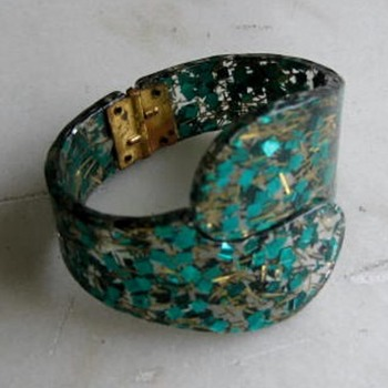 1950's confetti & foil in lucite - Costume Jewelry