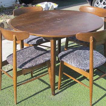 Mid Century ding table and Chairs - Furniture