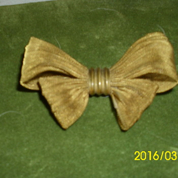 Gold Wired Bow Brooch No Markings