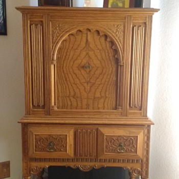 Peerless Furniture Co Radio Cabinet - Furniture