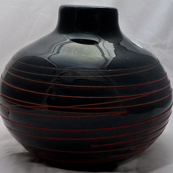 Kamei America Group, Erich Suto marked black glass vase with red stripes - Art Glass